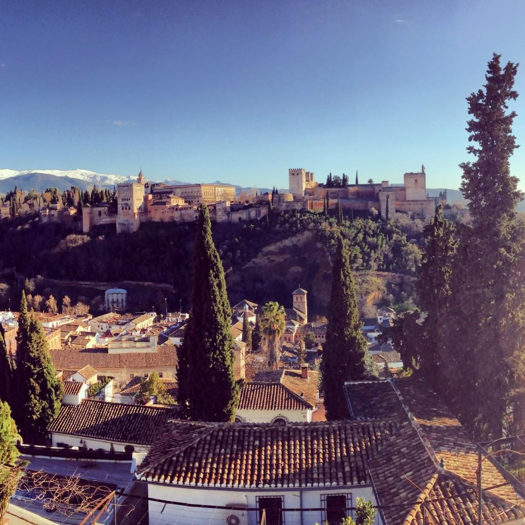 Het Alhambra in Granada, gezien vanaf de wijk Albaicín.